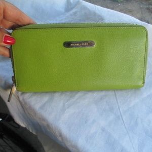 Michael Kors Wallet green zip around